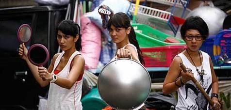 Tyas Mirasih, Luna Maya, & Imey Liem dalam film Ratu Kostmopolitan